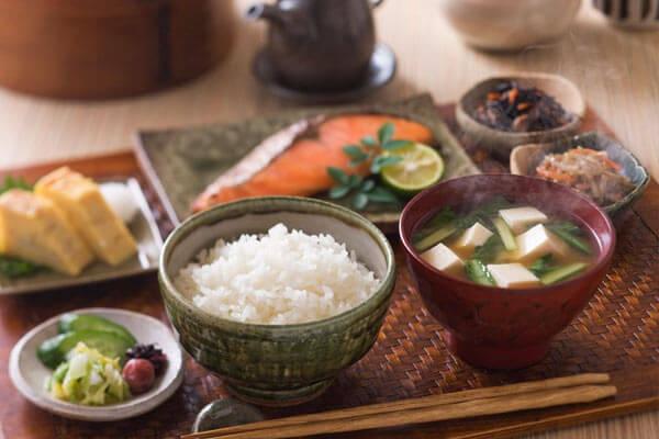 Một bữa ăn Nhật Bản cơ bản gồm