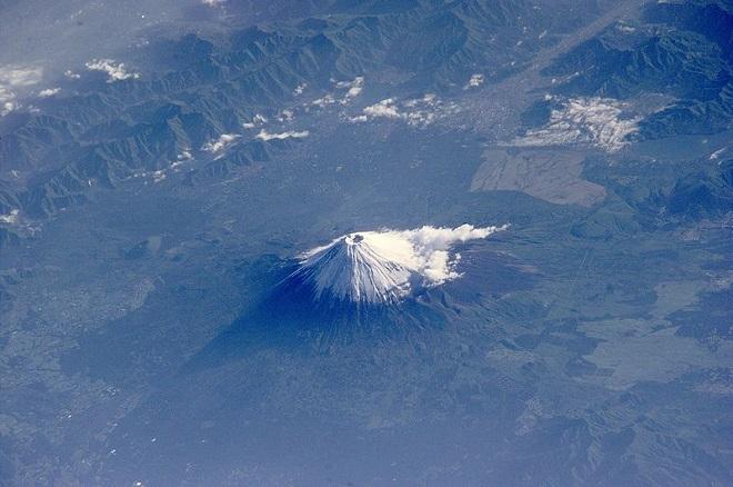 Phú Sĩ vào mùa xuân từ Trạm vũ trụ quốc tế (2006)